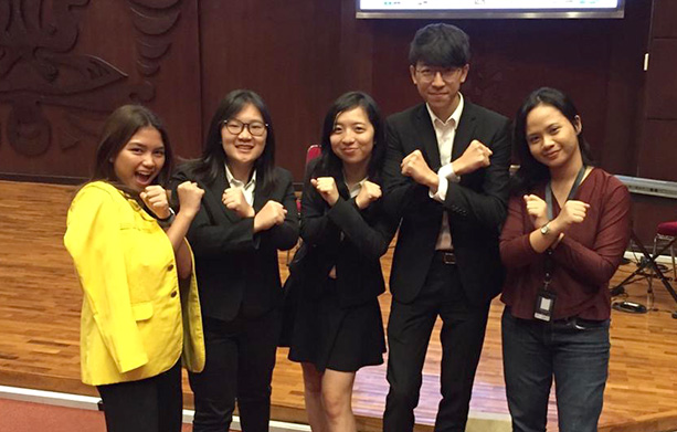"The team ""Gravity Force"" took photo with other participants after the final presentation (From second left: Karen LAM, Suey LI and Matthew YU)"